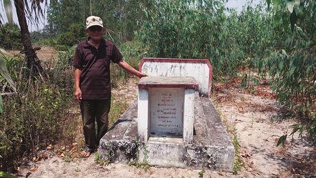 Chuyen ve ngoi mo thu phi vua Quang Trung trong rung cam - Anh 2