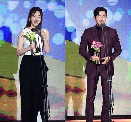KET QUA APAN: Song Joong Ki gianh Giai thuong lon va Cap doi dep nhat, Lee Jong Suk trang tay - Anh 15
