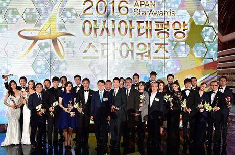 KET QUA APAN: Song Joong Ki gianh Giai thuong lon va Cap doi dep nhat, Lee Jong Suk trang tay - Anh 1