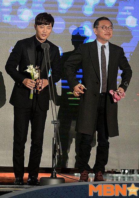 KET QUA APAN: Song Joong Ki gianh Giai thuong lon va Cap doi dep nhat, Lee Jong Suk trang tay - Anh 20