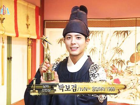 KET QUA APAN: Song Joong Ki gianh Giai thuong lon va Cap doi dep nhat, Lee Jong Suk trang tay - Anh 21