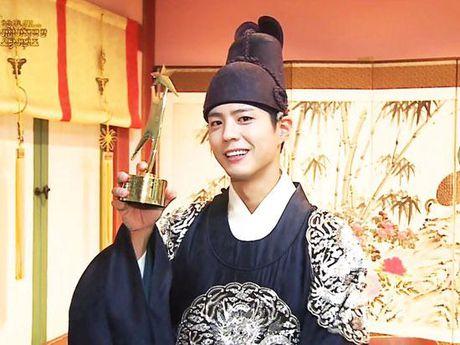 KET QUA APAN: Song Joong Ki gianh Giai thuong lon va Cap doi dep nhat, Lee Jong Suk trang tay - Anh 22