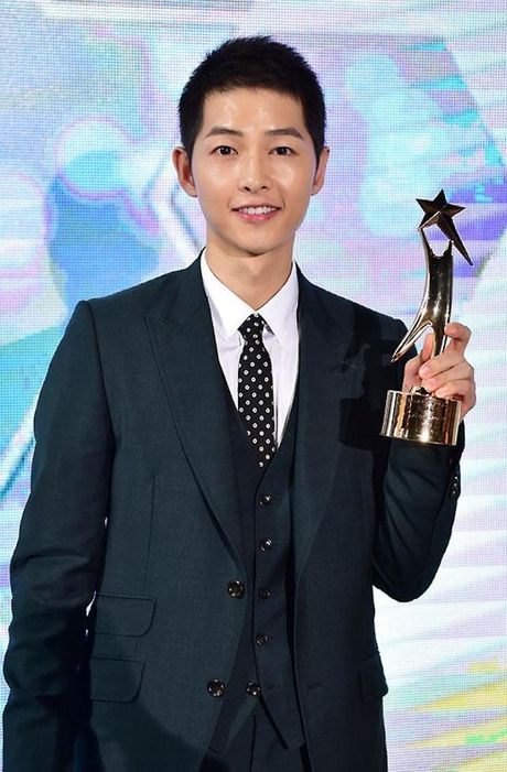 KET QUA APAN: Song Joong Ki gianh Giai thuong lon va Cap doi dep nhat, Lee Jong Suk trang tay - Anh 2