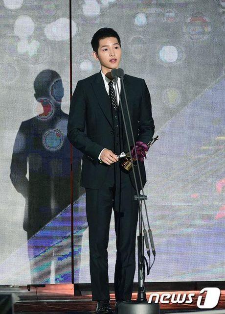 KET QUA APAN: Song Joong Ki gianh Giai thuong lon va Cap doi dep nhat, Lee Jong Suk trang tay - Anh 3