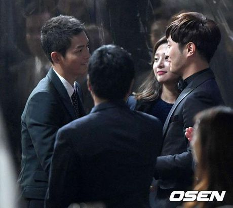 KET QUA APAN: Song Joong Ki gianh Giai thuong lon va Cap doi dep nhat, Lee Jong Suk trang tay - Anh 8
