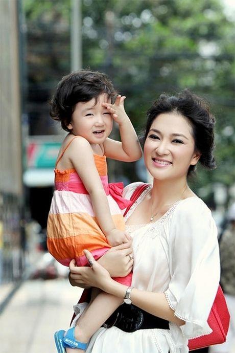 Nhung Hoa hau Viet lam me don than - Anh 2