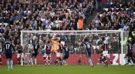 Payet lap sieu pham solo cuu West Ham khoi tran thua thu 6 - Anh 7