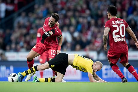 Chicharito 'no sung' khien Dortmund thua tran thu hai - Anh 3