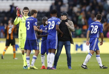 Fan lao vao san mung Chelsea gianh chien thang - Anh 4