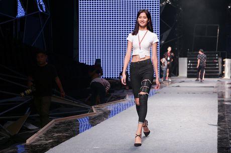 Hoang Thuy Linh, thi sinh Next Top tap luyen truoc chung ket - Anh 7
