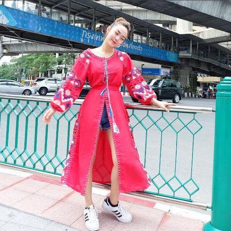 Minh Hang dien trang phuc pha cach, dung dau top sao dep - Anh 2