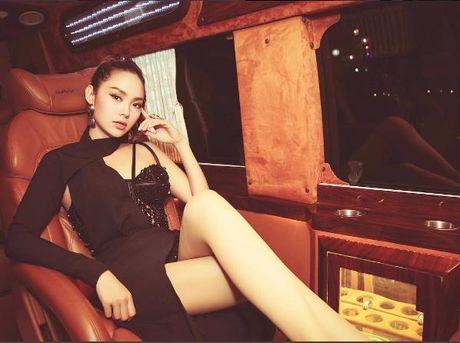 Minh Hang dien trang phuc pha cach, dung dau top sao dep - Anh 3