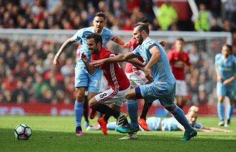 Mat 2 diem, Mourinho nen biet on Stoke City - Anh 2