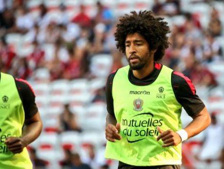 Nice vs Lorient (1-0, HT): Balotelli lien tuc bi pham loi - Anh 9