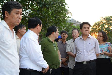 Chu tich Nguyen Duc Chung di cano ra ho Tay kiem tra ca chet - Anh 1