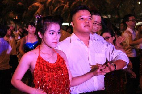 Hang nghin nguoi dan hoa cung 'vu hoi duong pho' Da Nang - Anh 11