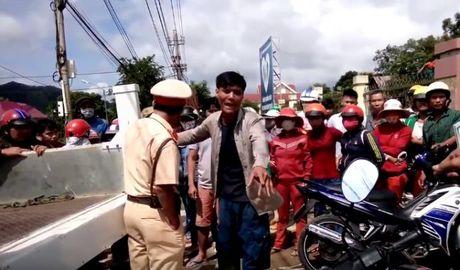 Video CSGT cong tay nguoi dan gay xon xao cong dong mang - Anh 1