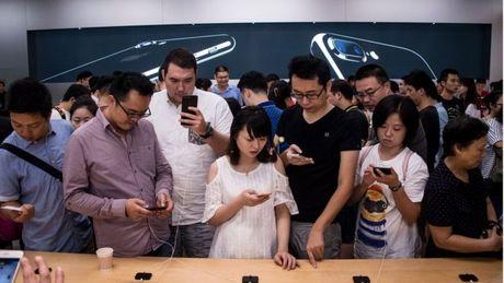 Nhieu cong ty Trung Quoc de doa sa thai nhan vien mua iPhone 7 - Anh 1