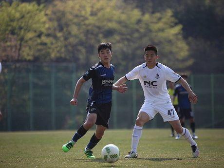 Xuan Truong hoi quan cung doi tuyen quoc gia, Futsal Viet Nam nhan giai cua FIFA - Anh 2