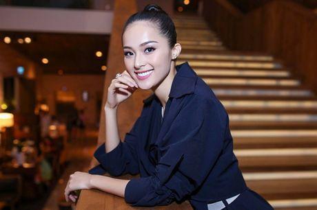Showbiz 2/10: Ha Vi khong duoc tang kim cuong, nam NSUT dot tu tren san khau - Anh 2