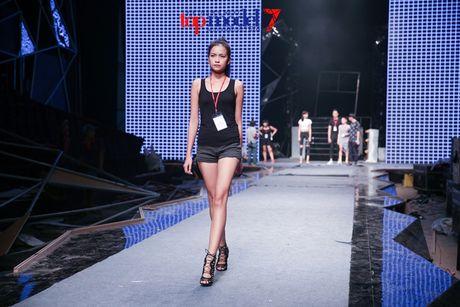 Hoang Thuy Linh-Trong Hieu tich cuc tap luyen cho chung ket Top Model - Anh 6