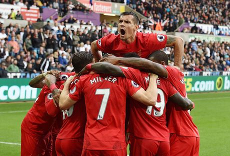 Chum anh: Thang nguoc Swansea, Liverpool chiem ngoi nhi Premier League - Anh 10
