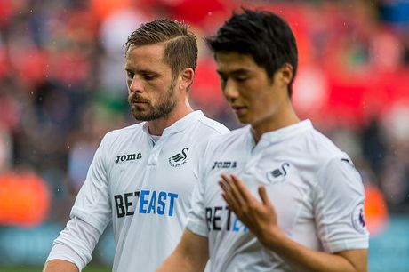 Chum anh: Thang nguoc Swansea, Liverpool chiem ngoi nhi Premier League - Anh 13