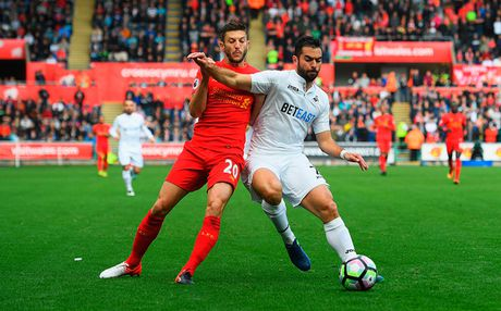 Chum anh: Thang nguoc Swansea, Liverpool chiem ngoi nhi Premier League - Anh 1