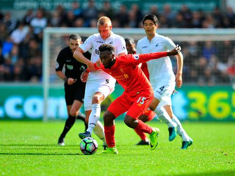 Chum anh: Thang nguoc Swansea, Liverpool chiem ngoi nhi Premier League - Anh 4