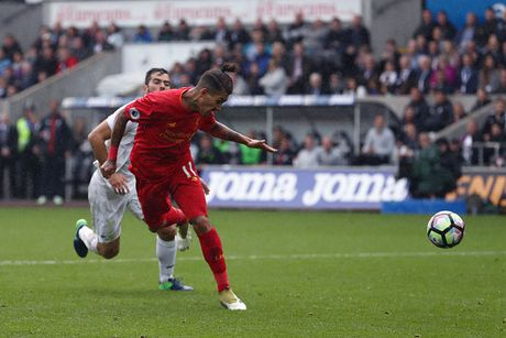Chum anh: Thang nguoc Swansea, Liverpool chiem ngoi nhi Premier League - Anh 6