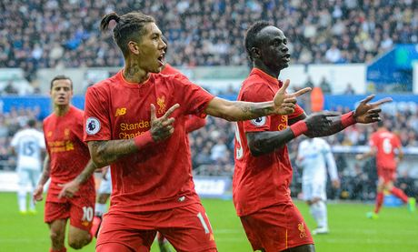 Chum anh: Thang nguoc Swansea, Liverpool chiem ngoi nhi Premier League - Anh 7