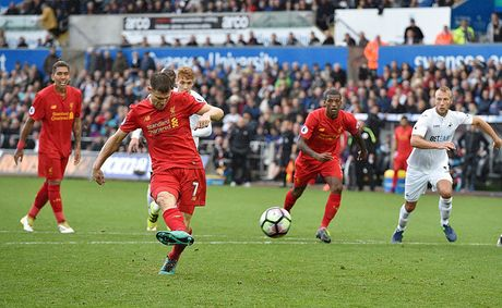 Chum anh: Thang nguoc Swansea, Liverpool chiem ngoi nhi Premier League - Anh 9