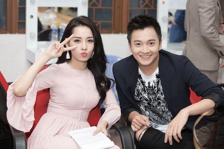 Kho hieu gu thoi trang cua Chi Pu o chuong trinh The Voice Kids - Anh 2