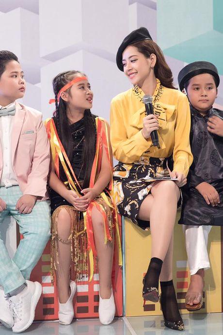 Kho hieu gu thoi trang cua Chi Pu o chuong trinh The Voice Kids - Anh 9