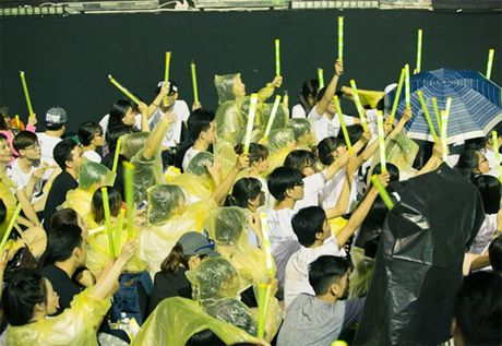 Dong Nhi khien 15 nghin fan 'hung huc khi the' - Anh 2