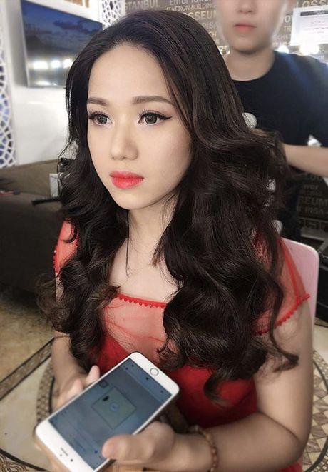 Kinh ngac voi su 'lot xac' nhan sac cua Thuy Chi - Anh 1