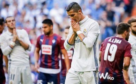Zinedine Zidane chang hon gi Rafa Benitez sau 7 vong dau tien - Anh 1