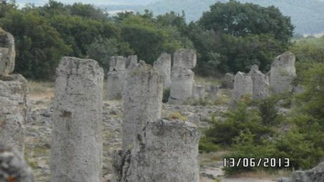 Bi an sau rung cot da tu nhien ngoan muc o Bulgaria - Anh 10