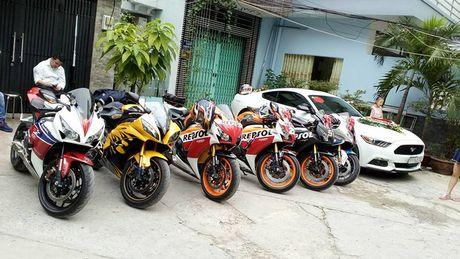 Dan sieu moto tien ty 'ram ro' ruoc dau tai Sai Gon - Anh 2