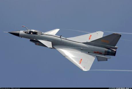Tiem kich J-10 Trung Quoc bi…chim tan cong, phat no - Anh 8