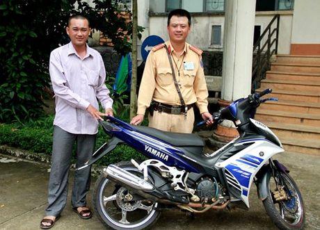 Gia Lai: Canh sat giao thong trao tra chiec xe bi mat cho chu tai Tra Vinh - Anh 1