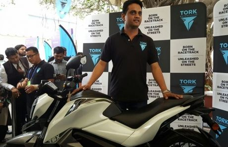 Tork T6X: xe mo-to dien gia re vua ra mat tai An Do - Anh 1