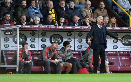 Arsenal thang nho ban thang tu tren troi roi xuong: May man kho lap lai - Anh 1
