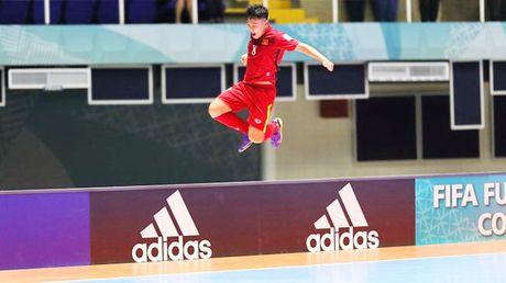 Cau thu 20 tuoi Minh Tri: 'Toi rat tu hao vi co ban thang lot vao top 10 Futsal World Cup' - Anh 1