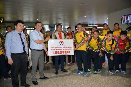 Cau thu 20 tuoi Minh Tri: 'Toi rat tu hao vi co ban thang lot vao top 10 Futsal World Cup' - Anh 2
