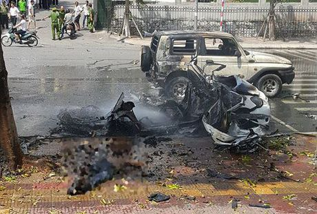 Quang Ninh: Taxi dang chay bong phat no, 2 nguoi tu vong - Anh 2