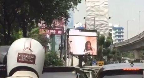Chieu nham phim sex tren man hinh cong cong - Anh 1