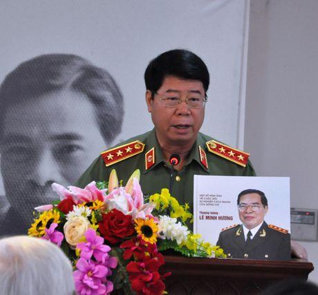 Tai hien bang hinh anh cuoc doi, su nghiep Thuong tuong Le Minh Huong - Anh 2