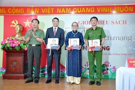 Tai hien bang hinh anh cuoc doi, su nghiep Thuong tuong Le Minh Huong - Anh 3