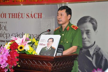 Tai hien bang hinh anh cuoc doi, su nghiep Thuong tuong Le Minh Huong - Anh 4